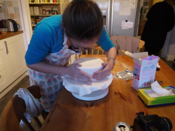Icing the christmas cake